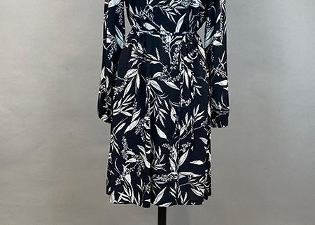 47 Kleid Blätterprint Nomansland